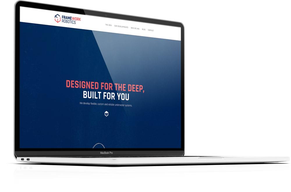 Das Bild zeigt ein Apple MacBook Pro mit der geöffneten Homepage der Unternehmenswebseite des Kunden FRAMEWORK Robotics. Die Webseite wurde visuell, inhaltlich und funktionell ganzheitlich durch die Designagentur 40knots realisiert.
