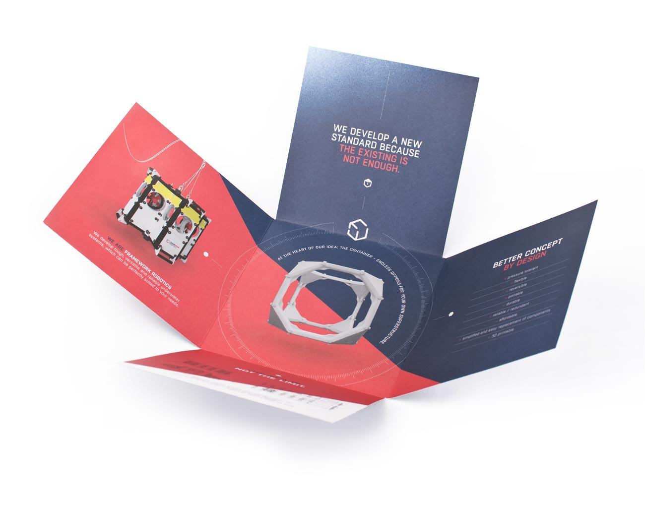 Das Bild zeigt die geöffnete Broschüre im Quadratfalz für den Kunden FRAMEWORK Robotics. Design und Text wurden vollständig durch die Designagentur 40knots entwickelt.